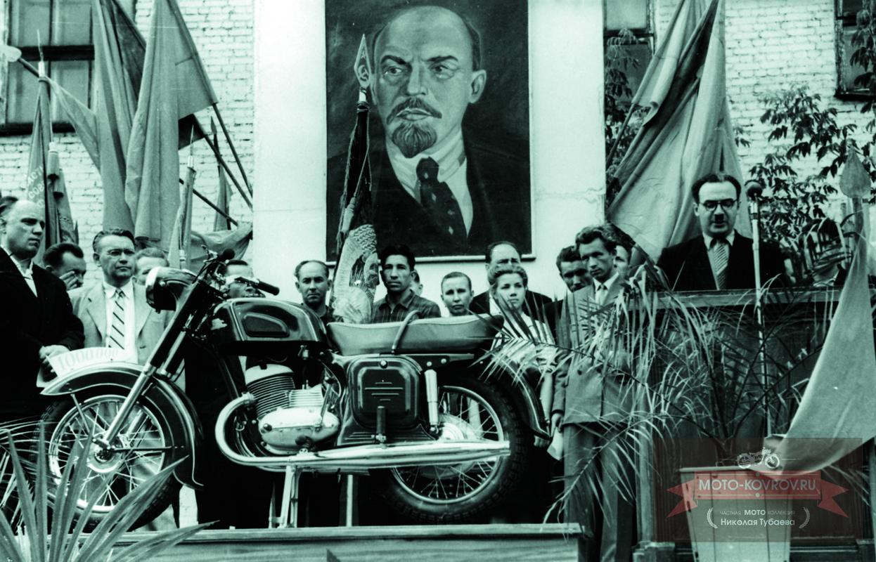 Митинг в честь выпуска миллионного мотоцикла. 1960г.