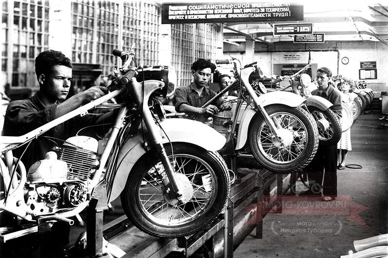 Участок сборки мотоциклов «Ковровец-175».