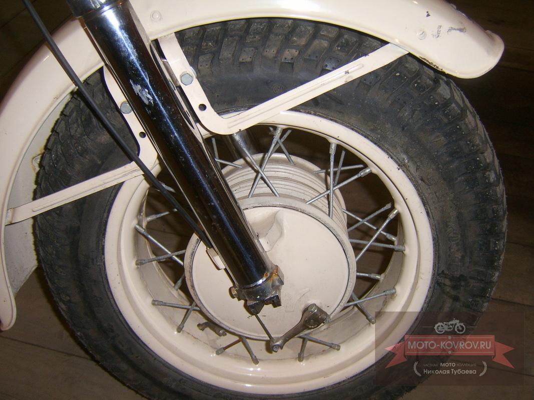 Переднее колесо справа