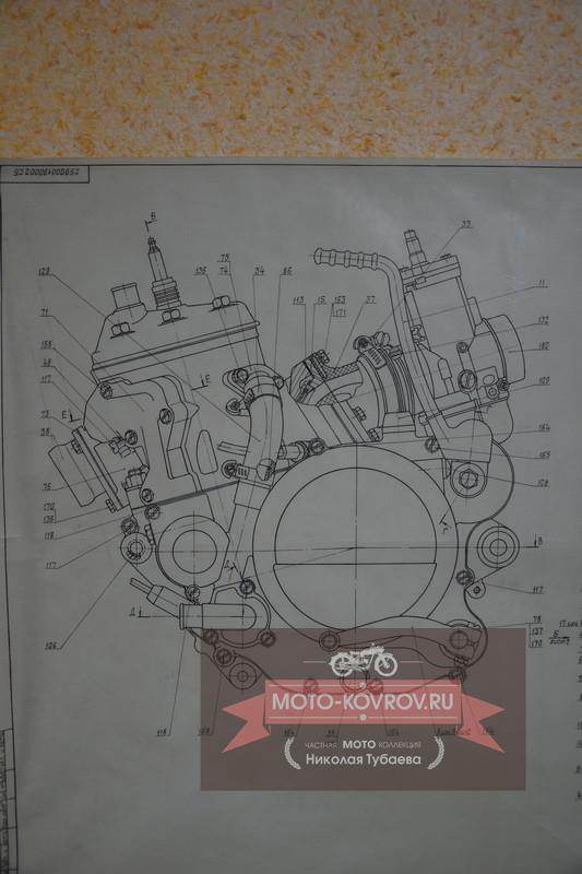 Слева двигатель