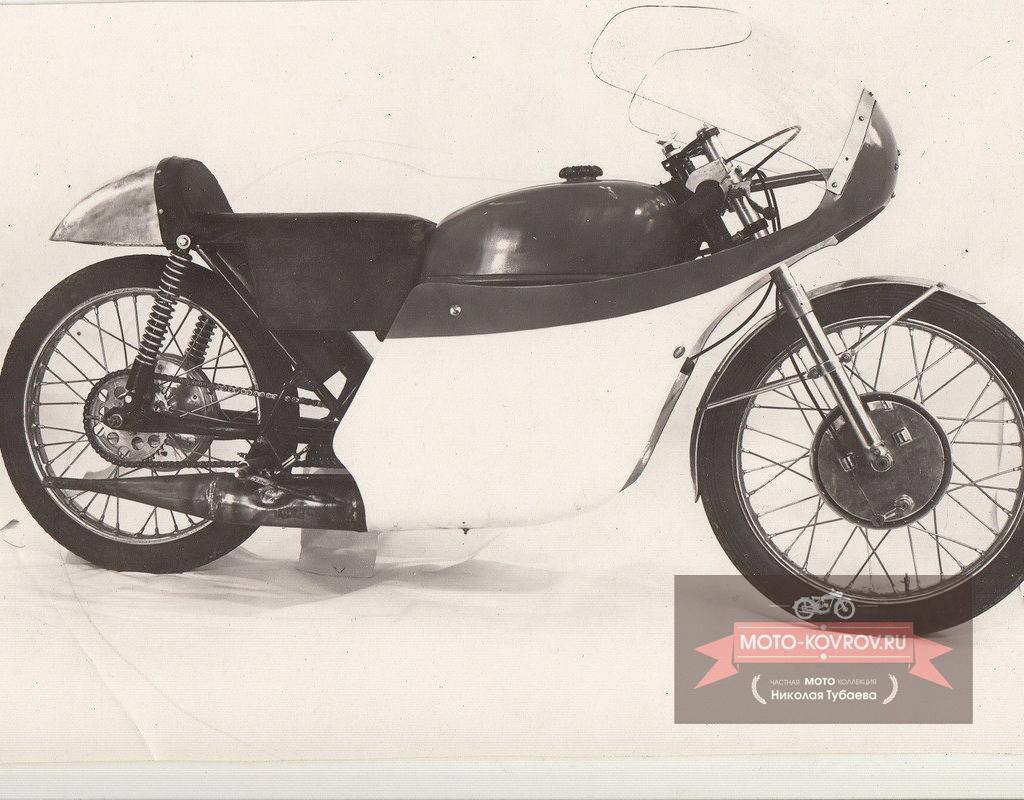 Опытный образец мотоцикла Восход-175ШК-2 фото справа